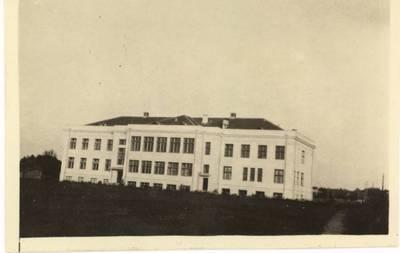 Panevėžio mergaičių gimnazija (dabar - V. Žemkalnio gimnazija). - apie 1933