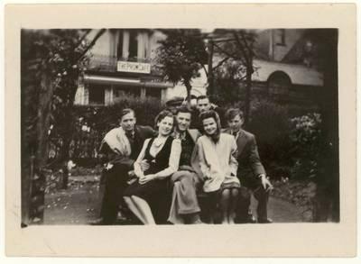 [Mančesterio lietuviai. Grupinės nuotraukos] / Kazimieras Barėnas ... [et al.]. - apie 1949-1950.07.09