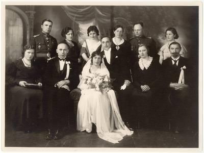 [Pedagogės Anelės Plačenytės-Juodvalkienės vestuvės. Nuotrauka] / Anelė [Plačenytė-Juodvalkienė] ... [et al.]. - 1933.06.04
