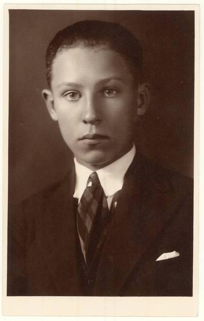 Panevėžio lenkų gimnazijos XI-os laidos absolventas C. Sosnowski. Portretinė nuotrauka / C. Sosnowski. - 1933.05.19