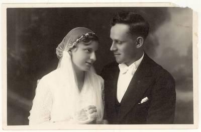 Ona ir Stasys Krištapaičiai. Portretinė vestuvių nuotrauka / Ona Krištapaitienė, Stasys Krištapaitis. - 1933.06.25