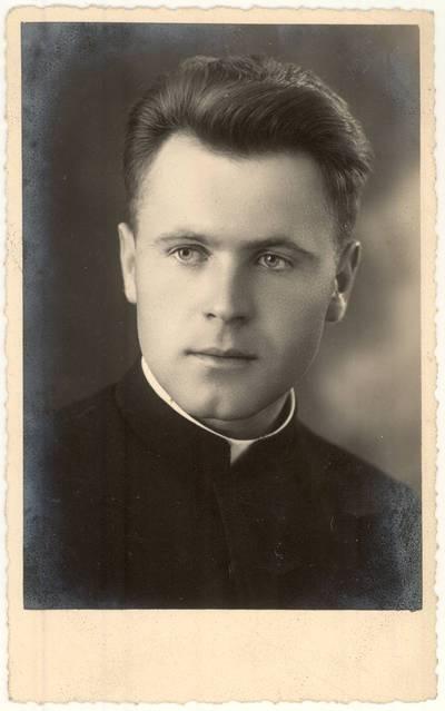 Raguvos Švč. Mergelės Marijos Ėmimo į dangų parapijos vikaras kunigas Juozas Juozevičius. Portretinė nuotrauka / J. Juozevičius. - 1938