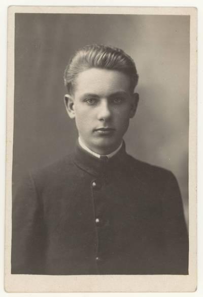 Naumiesčio dvimečių mokytojų kursų moksleivis Jurgis Rastauskas. Portretinė nuotrauka / Jurgis [Rastauskas]. - 1926