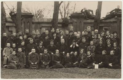 Naumiesčio ateitininkų šventės dalyviai. Nuotrauka / Motiejus Lukšys ... [et al.]. - 1927