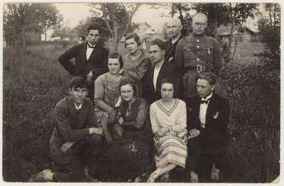 """S. Kymantaitės-Čiurlionienės dramos """"Aušros sūnūs"""" vaidintojai. Nuotrauka / Motiejus Lukšys ... [et al.]. - 1929"""
