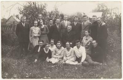 Vabalninko miestelio ir aplylinkės kaimų mokyklų mokytojai. Nuotrauka / Motiejus Lukšys ... [et al.]. - 1930.05.30