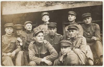 Karinio parengimo kursų A. Panemunėje kursantų grupė. Nuotrauka / Motiejus Lukšys ... [et al.]. - 1931