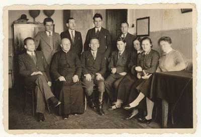 Panevėžio pradinės mokyklos Nr. 1 mokytojai. Nuotrauka / Motiejus Lukšys ... [et al.]. - 1937