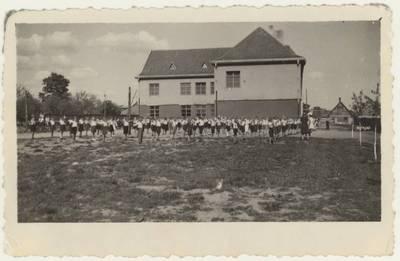 Panevėžio pradinės mokyklos Nr. 1 moksleivių sporto šventė. Nuotrauka. - 1949.05.22