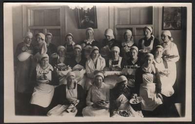 Nežinomas fotografas. Kulinarijos kursų dalyvės Anykščiuose. 1940