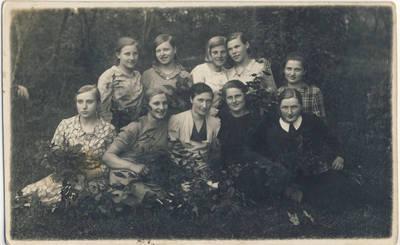 Nežinomas fotografas. Antakščių kaimo merginos. 1940