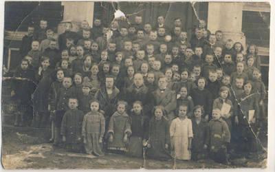 Juozas Survila. Skiemonių pradžios mokyklos mokiniai ir mokytojai. 1932-04-30