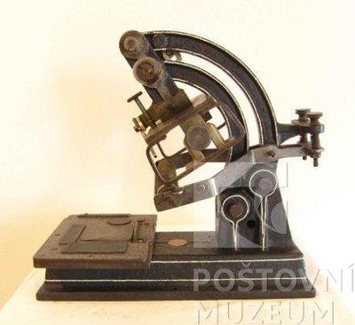 Stroj na tisk adresních štítků