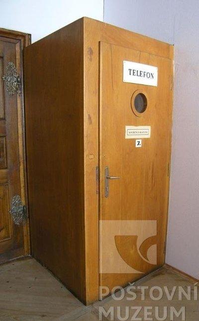 Telefonní kabina