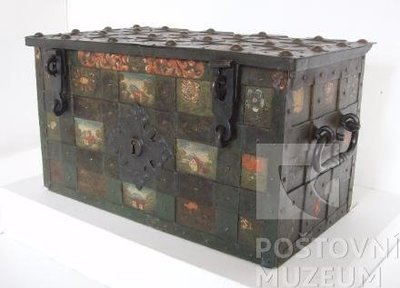 Pokladna kovaná se železnými pásy