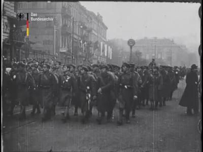 Der feierliche Einzug der polnischen Legionen am 1. Dezember 1916 in Warschau