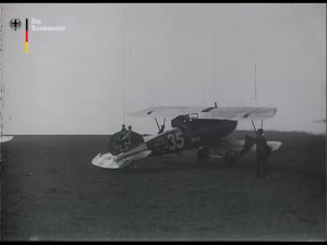 Angriff eines feindlichen Bombengeschwaders auf einen deutschen Flugplatz