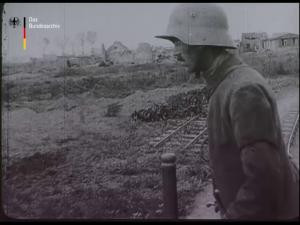 Aus eisernen Tagen des Weltkrieges. Deutsche Feldbahn unter Feuer