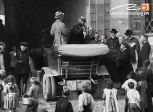 Erbprinz von Baden Buchau vor dem Schloß