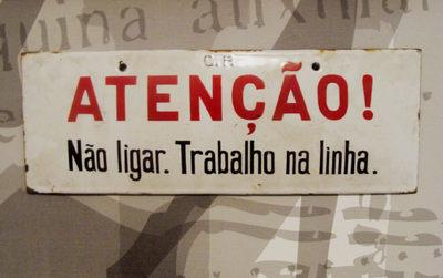 Placa de Aviso: Atenção / Não Ligar. Trabalho na linha