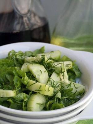Зелена салата с пресни краставици