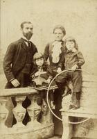 Ehepaar mit zwei Kindern