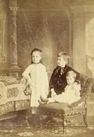 Gruppenbild mit drei Kindern