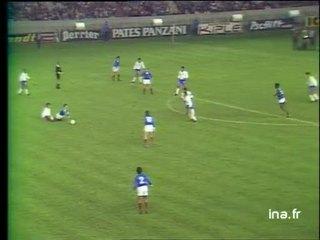 Premier but français marqué sur coup franc par Dominique Rocheteau