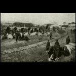 Előnyomuló bolgár trénoszlop egy dobrudzsai faluban