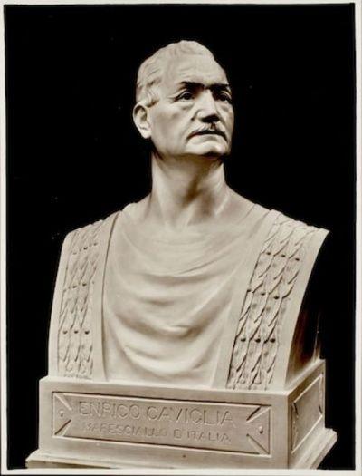 Bustoritratto di Enrico Caviglia in tunica