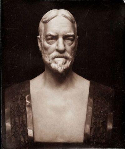 Busto ritratto d'uomo con barba e baffi (Edwin Gynn)