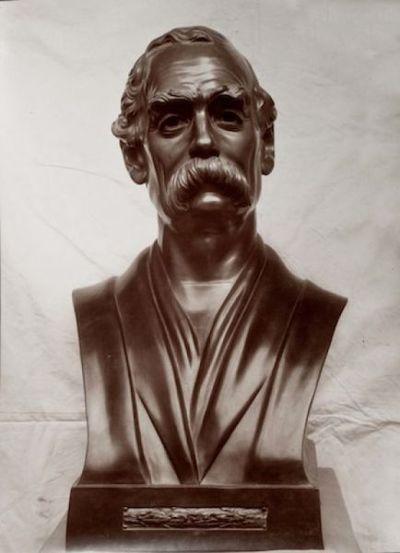 Busto ritratto di George Dohr