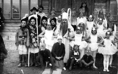 """Nuotrauka """"Obelių mokyklos mokiniai – Naujų metų karnavalo vaidintojai"""""""
