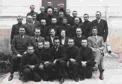 Nuotrauka. Šiaulių berniukų gimnazijos mokytojai ir mokiniai