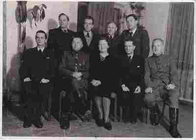 Nuotrauka. Rašytojas, žurnalistas P. Babickas, kompozitorius B. Dvarionas ir kiti Šaulių sąjungos nariai  išvykoje