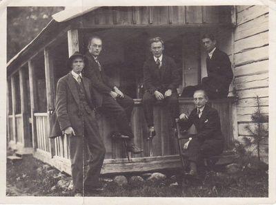 Nuotrauka. Poetas K. Binkis su draugais