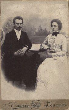 Fotonuotrauka. Rašytojo J. Biliūno ir J. Janulaitytės vestuvinė nuotrauka
