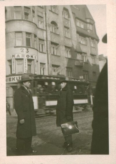 Fotografija. Poetai B. Brazdžionis ir B. Babrauskas