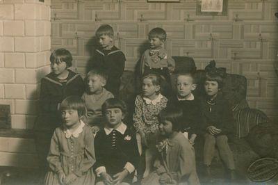 Nuotrauka. Žurnalisto, rašytojo A. Griciaus dukrelės gimtadienio svečiai