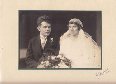 Fotonuotrauka. Žurnalisto V. Gustainio ir I. Avietėnaitės vestuvės