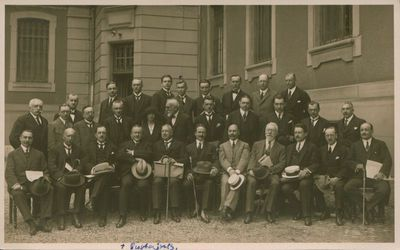 Nuotrauka. Pirmos tarptautinės telegramų agentūrų atstovų konferencijos dalyviai Berne