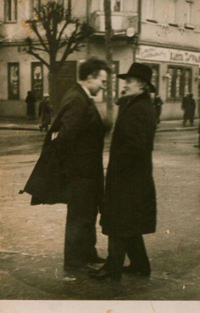 Fotonuotrauka. Rašytojai J. A. Herbačiauskas ir J. Marcinkevičius