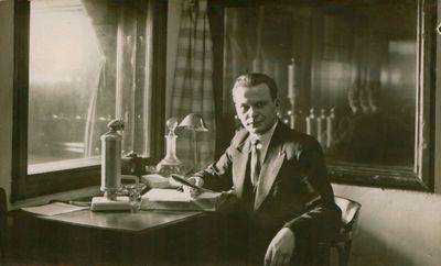 Fotonuotrauka. Rašytojas, aktorius K. Inčiūra radijo studijoje