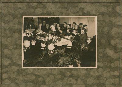 Fotonuotrauka. Kunigo, literatūros tyrinėtojo A. Jakšto-Dambrausko laidotuvės