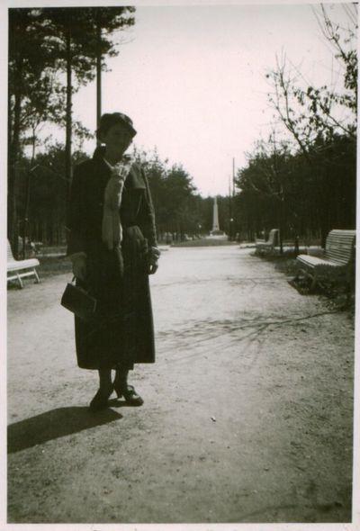 Nuotrauka. Rašytoja P. Orintaitė parke