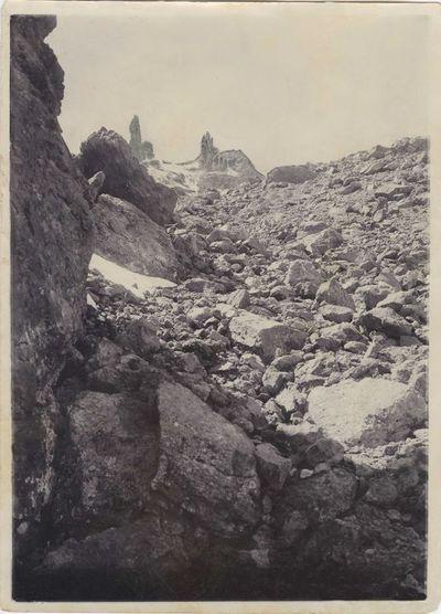 Bazalto stulpai Kaukazo kalnuose