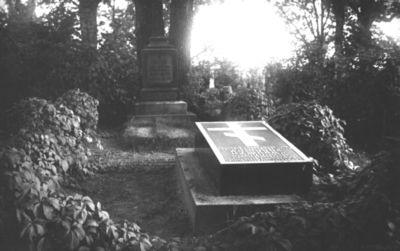 Grigorijaus ir Varvaros Puškinų kapinės Markučių dvaro sodyboje