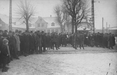 Klaipėda. Lietuvos kariuomenės parado belaukiant