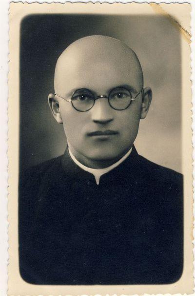 Kunigas Bronius Jareckas