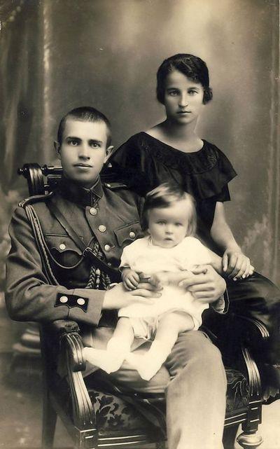 Vaitkų šeima: Rimgaudas, Vladas, Kazė. Panevėžys, 1926 m. birželis